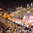 Les Marseillais à Rio : Stéphanie, Kelly, Charlotte et tous les candidats participent au Carnaval de Rio pour l'avant-dernier épisode, le 29 mai 2014