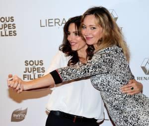 Audrey Dana et Julie Ferrier complices sur le tapis rouge de Sous les jupes des filles, le 2 juin 2014 à Paris
