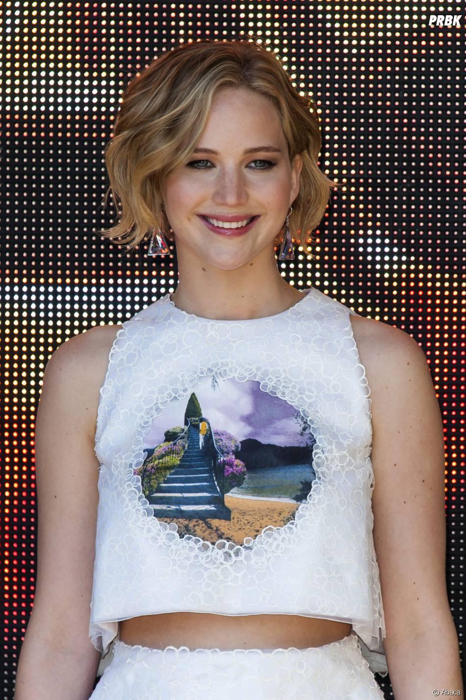Jennifer Lawrence souriante au photocall d'Hunger Games 3 au Festival de Cannes, le 17 mai 2014