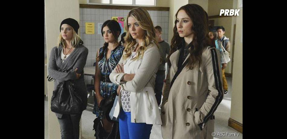 Pretty Little Liars saison 5, épisode 6 : Ashley Benson, Lucy Hale, Sasha Pieterse et Troian Bellisario sur une photo