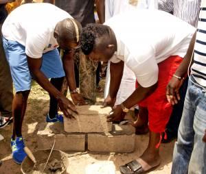 Mamadou Sakho pose la première pierre d'un complexe sportif au Sénégal ce mardi 22 juillet