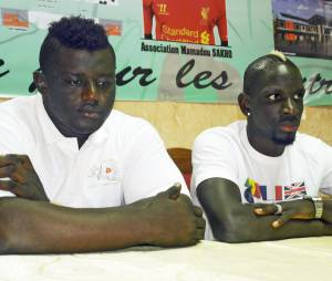 Mamadou Sakho profite de ses vacances pour faire de bonnes actions