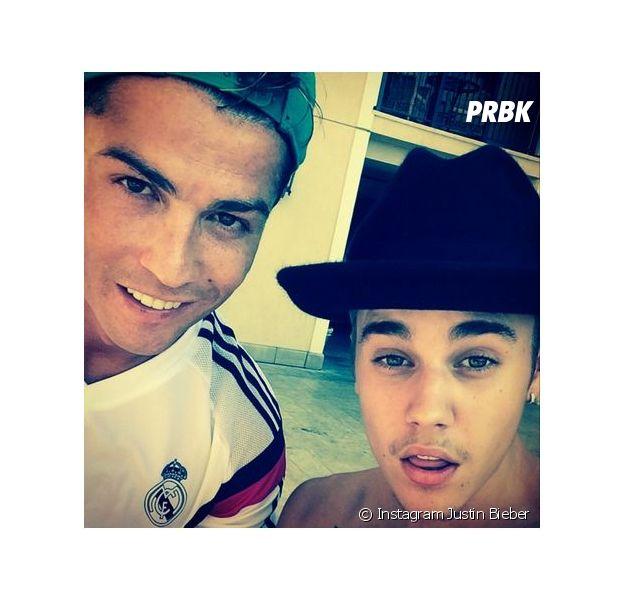 Cristiano Ronaldo et Justin Bieber en mode selfie, au mois de juillet 2014 à Los Angeles