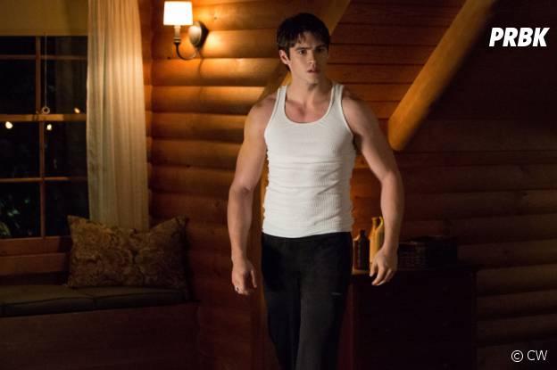 The Vampire Diaries : Jeremy et ses muscles dans la saison 4