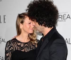 Renee Zellweger etDoyle Bramhall en couple aux ELLE Women in Hollywood Awards 2014