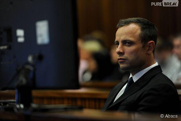 Oscar Pistorius dans le box des accusés lors de son procès pour meurtre, le 6 mars 2014, à Pretoria.