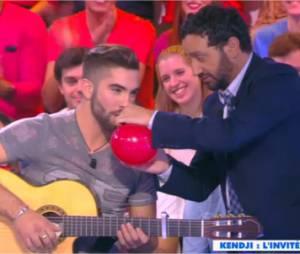 Kendji Girac chante Gitano sous hélium dans Touche pas à mon poste le 30 octobre 2014 sur D8