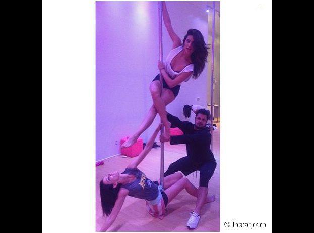 Shay Mitchell se dévoile en pleine séance de pole dance, le 4 novembre 2014 sur Instagram