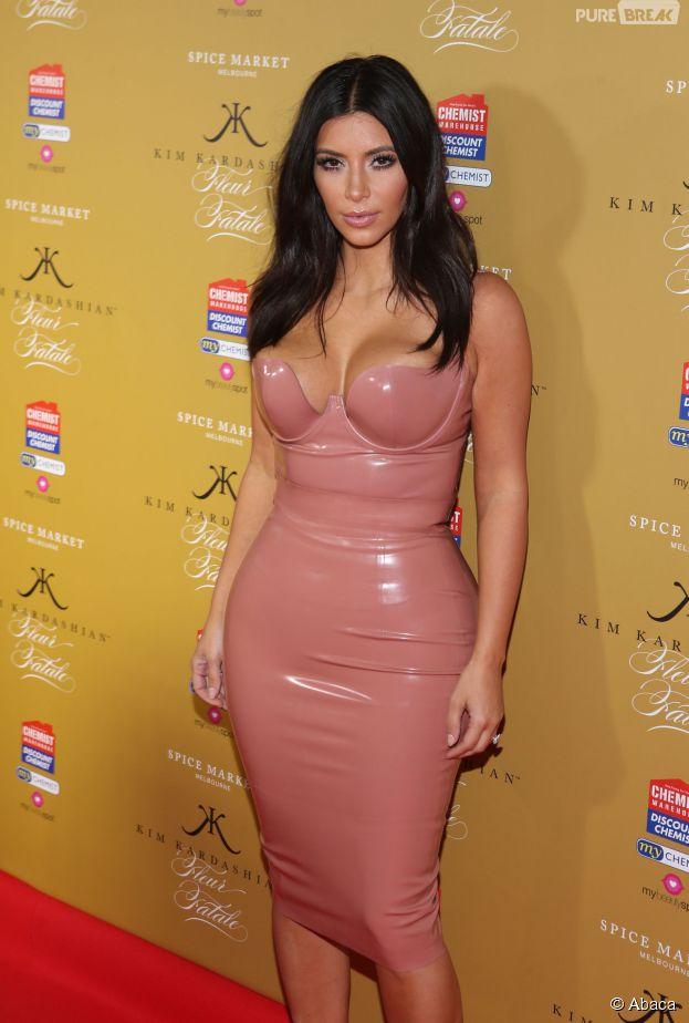 Kim Kardashian : robe en latex et décolleté, le 18 novembre 2014 à Melbourne