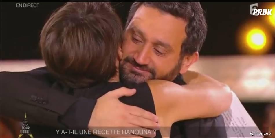 Cyril Hanouna dans les bras d'Alessandra Sublet sur le plateau d'Un Soir à la Tour Eiffel, le 19 novembre 2014