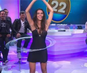 Leila Ben Khalifa : hula hoop sexy dans L'oeuf ou la Poule, le 28 novembre 2014 (à partir de 30:00)