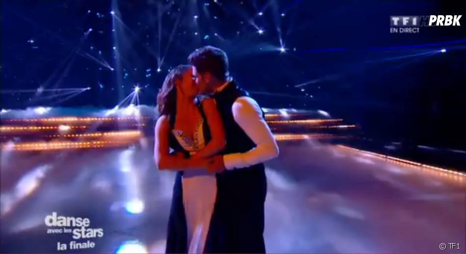 Rayane Bensetti et Denitsa Ikonomova : échange de bisou durant la finale de DALS 5, le 29 novembre, sur TF1