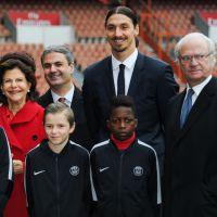 Zlatan Ibrahimovic classe et souriant avec le roi de Suède au Parc des Princes