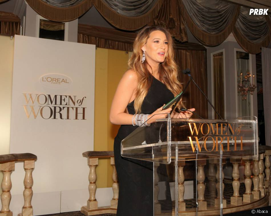 Blike Lively s'exprime pendant le dîner Women of Worth de L'Oreal, le 2 décembre 2014 à New York