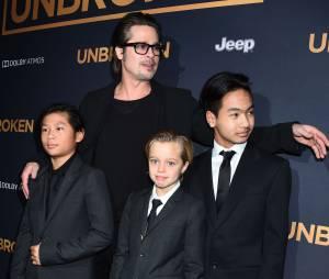 Brad Pitt, ses enfants Pax, Shiloh et Maddox sur le tapis rouge de l'avant-première d'Invincible (Unbroken) à Los Angeles, le 15 décembre 2014