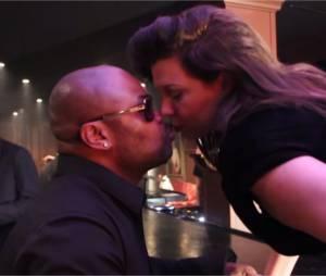 Cindy Lopes et Alibi Montana s'embrassent dans le clip de Jamais syncro