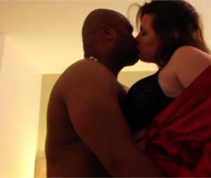 Cindy Lopes au lit avec Alibi Montana dans leur clip