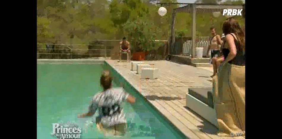 Les Princes de l'amour 2 : Lisa fait tomber Églantine dans l'eau