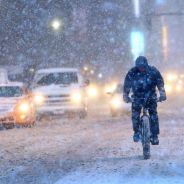 New York : les photos givrées de l'incroyable tempête de neige qui paralyse la ville