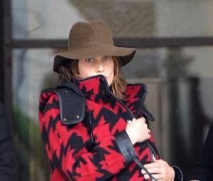 Cobie Smulders maman : son bébé caché sous son manteau à l'aéroport de Los Angeles, le 28 janvier 2015