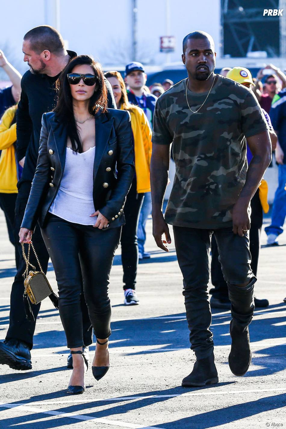 kim kardashian et kanye west en couple au super bowl 2015. Black Bedroom Furniture Sets. Home Design Ideas