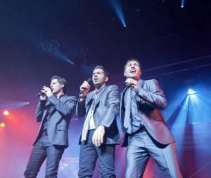 Worlds Apart durant un concert en France en 2011