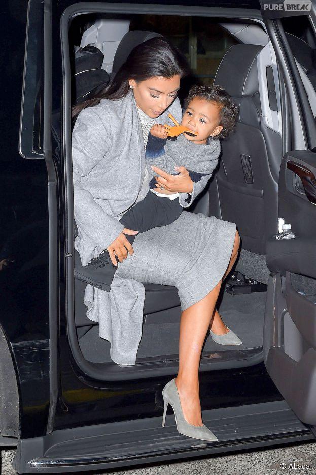 Kim Kardashian crée la polémique en faisant porter un manteau de fourrure à sa fille North