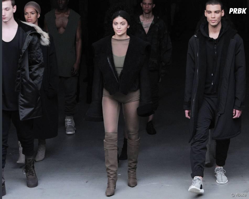 Kylie Jenner sur le podium pendant le défilé Adidas x Kanye West, le 12 février 2015 à New York