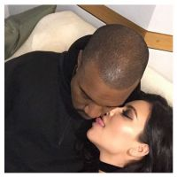 "Kim Kardashian sort sa langue : bisou animal et ""sexy"" avec Kanye West sur Instagram"