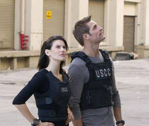 Intelligence : Josh Holloway et Meghan Ory sur une photo de la série