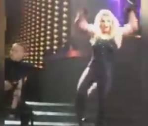 Britney Spears perd ses extensions durant l'un de ses shows à Las Vegas, le 27 février 2015
