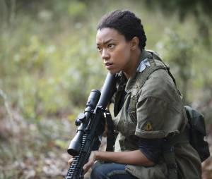 The Walking Dead saison 5 : Sasha (Sonequa Martin-Green) sur une photo