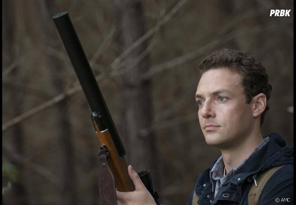 The Walking Dead saison 5 : Aaron sur une photo