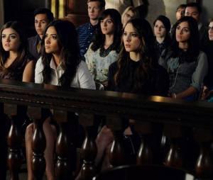 Pretty Little Liars saison 5, épisode 24 : Aria, Emily et Spencer au procès d'Alison
