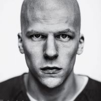 Batman v Superman : Jesse Eisenberg flippant et méconnaissable en Lex Luthor
