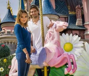 Camille Lacourt et Valérie Bègue : visite à Disneyland Paris pour le couple, le 12 avril 2015