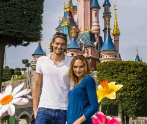 Camille Lacourt et Valérie Bègue à Disneyland Paris, le 12 avril 2015