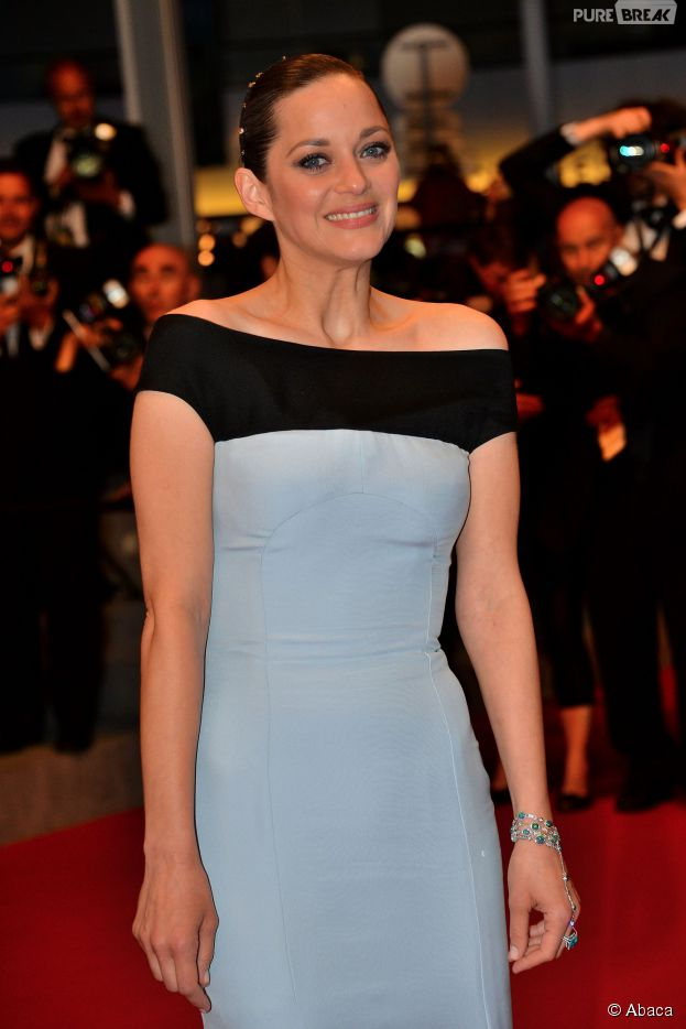 marion cotillard sur le tapis rouge du festival de cannes 2015 avant la projection du film 39 le. Black Bedroom Furniture Sets. Home Design Ideas