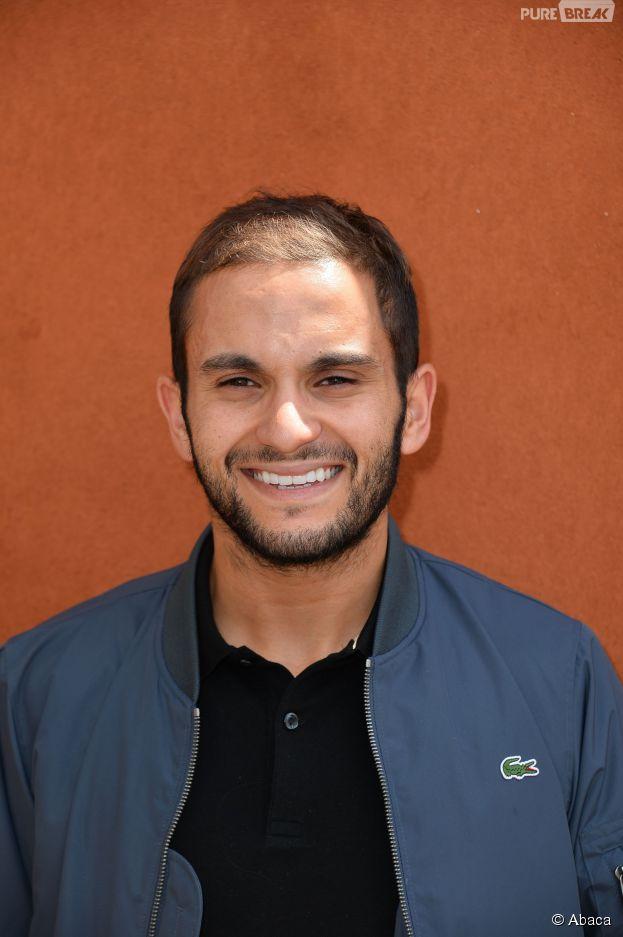 Malik Bentalha souriant au Village Roland Garros le 3 juin 2015