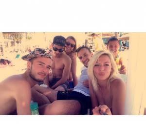 Tressia (Les Ch'tis) en vacances à Ibiza avec des amis