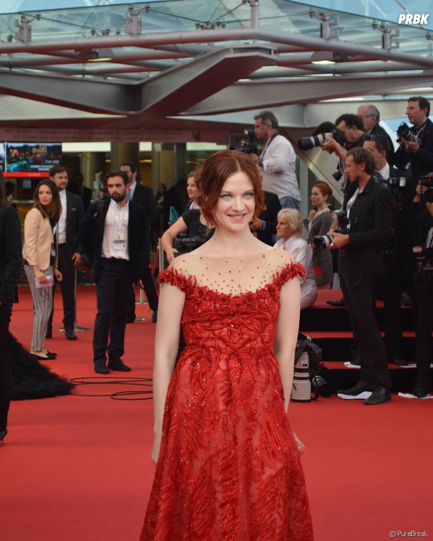 Odile Vuillemin en robe rouge à la cérémonie d'ouverture du 55ème Festival de télévision de Monte Carlo, le 13 juin 2015