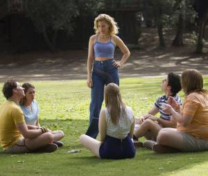 Wet Hot American Summer, First Day of Camp : Elizabeth Banks sur une photo