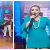 Méga FAIL : cette chanteuse perd sa serviette hygiénique en direct à la télé