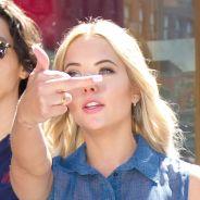 Ashley Benson : un doigt d'honneur aux paparazzi à New York... pour s'amuser ?