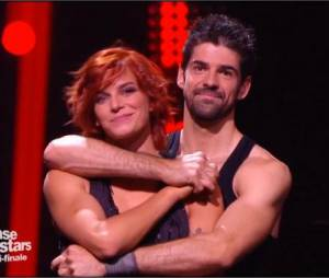 Fauve Hautot et Miguel Angel Munoz pendant la demi-finale de Danse avec les stars 5