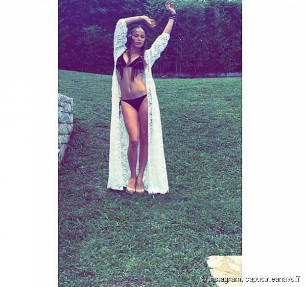 Capucine Anav sexy en bikini sur Instagram