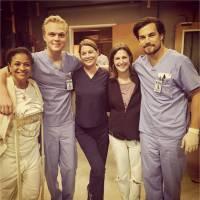 Grey's Anatomy saison 12 : les nouveaux internes prennent la pose sur le tournage