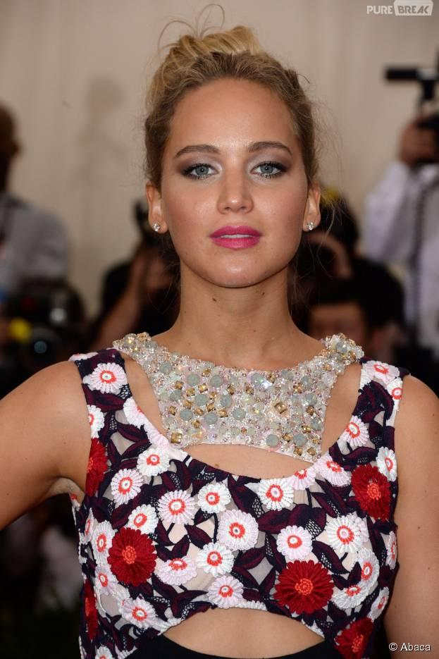Jennifer Lawrence sublimeà un gala de charité, le 4 mai 2015