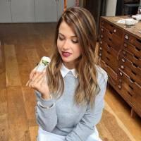 EnjoyPhoenix glamour et sexy pour teaser sa ligne de vêtements sur Instagram