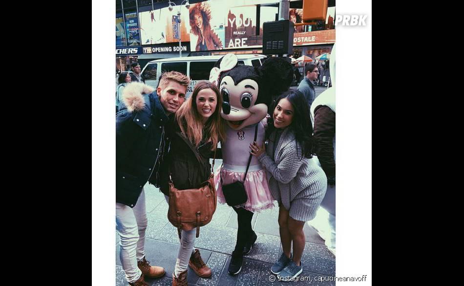 Capucine Anav, Benoît Dubois et une amie posent avec Minnie dans les rues de New York